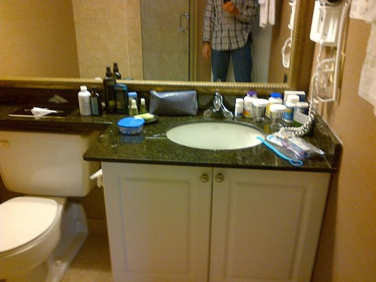 Albert at Bay Suite Hotel: Ensuite