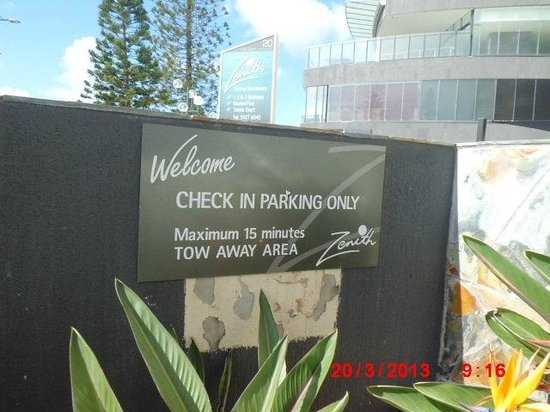 Zenith Apartments: 15min Parking Area For Check In