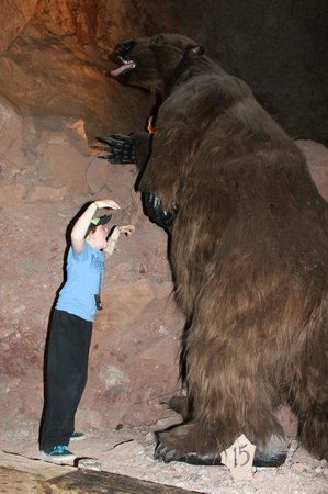 Grand Canyon Caverns: Giant Ground Sloth photo opp