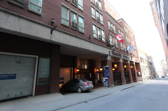 SpringHill Suites by Marriott Old Montreal: Front of hotel