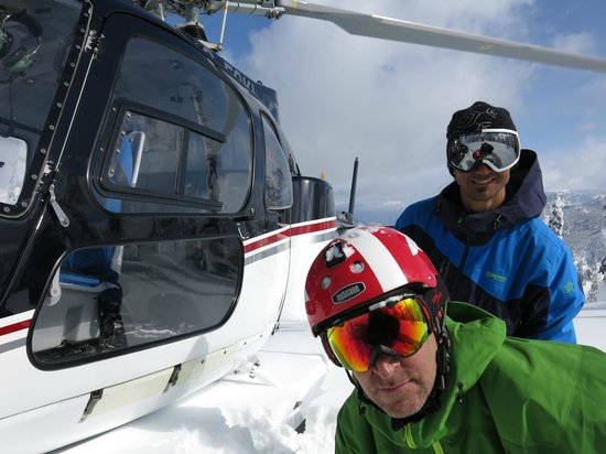 Eagle Pass Heliskiing: Eagle Pass heli drop in the Monashees