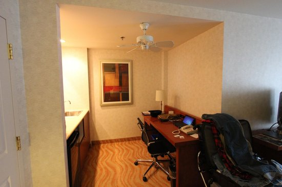 SpringHill Suites Old Montreal: king suite