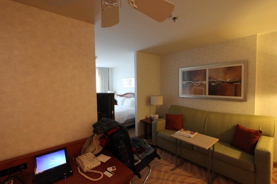 Marriott SpringHill Suites Old Montreal: king suite
