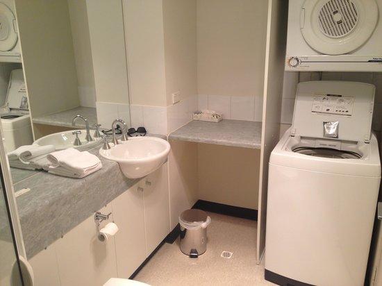The Old Woolstore Apartment Hotel: Studio Apartment, Bathroom