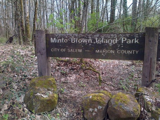 Minto-Brown Island Park : Sign into the park...