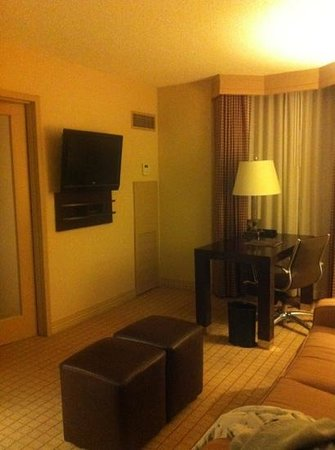 Sheraton Suites Market Center: walking into room 408