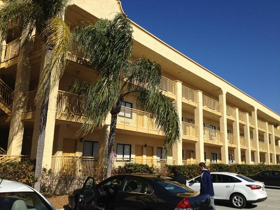 La Quinta Inn & Suites Ft. Myers - Sanibel Gateway: East side