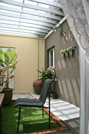 Mango Tree Place - Townhouse 1934: Courtyard Suite Garden