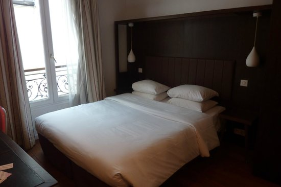 Avalon Hotel Paris: The bed that I found to be very comfortable