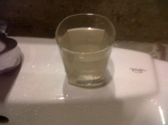 Goldfinch Hotel Bangalore: Rust water in toilet taps