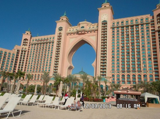 Atlantis, The Palm: View from the hotel from the beach and pool area