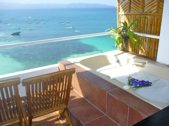 Nami Resort: Room 8 - Balcony with Jacuzzi
