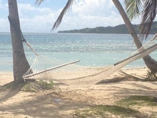 Plantation Island Resort: beachfront hammock