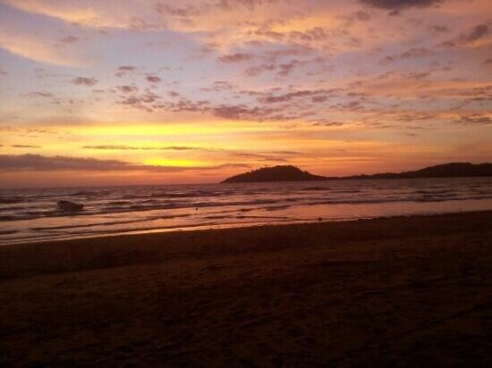 Orangea Village: tramonto dalla spiaggia..