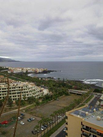 Restaurante Punta Brava : blick vom hotel luabay tenerife auf den atlantik und im hintergrund punta brava