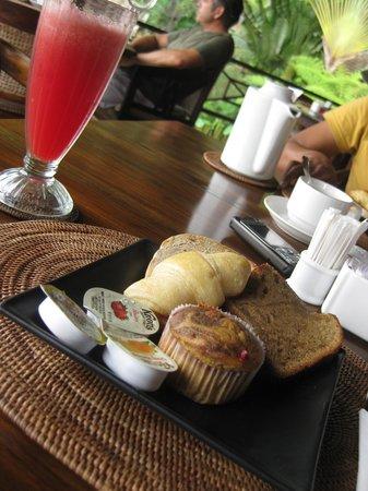 Tirta Ayu Restaurant , The Water Palace , Tirtagangga : yummyyy