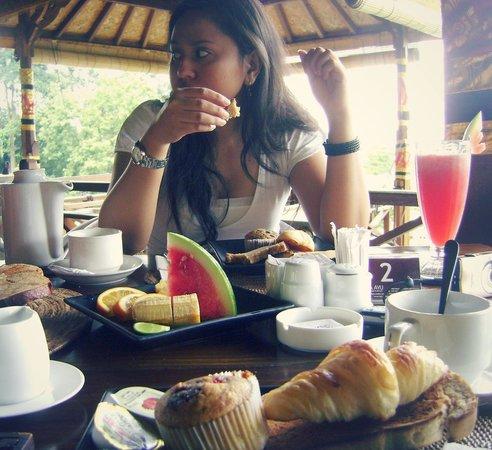 Tirta Ayu Restaurant , The Water Palace , Tirtagangga : -big breakfast-