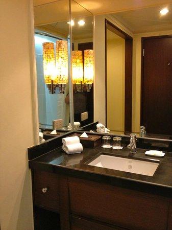 Cebu City Marriott Hotel: bathroom