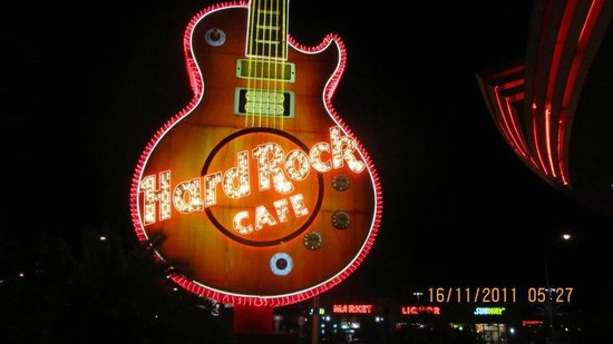 Hard Rock Hotel and Casino Las Vegas: Кафе перед центральным входом