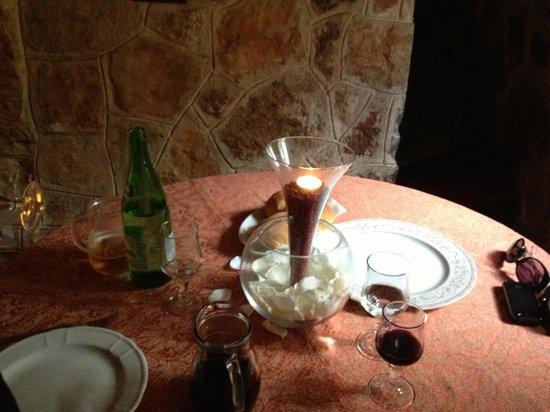 Corallo Eco Wellness Hotel: Tavolo nel trullo