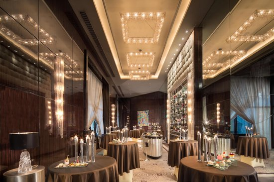 Fairmont Cairo, Nile City: Champagne Bar