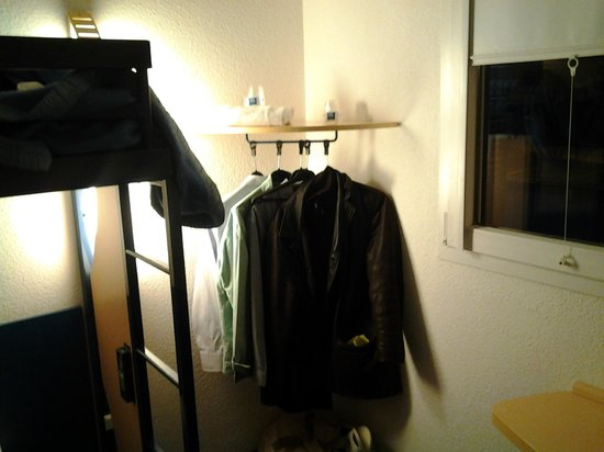 Ibis Budget Rennes Route de Saint Malo : ....The wardrobe