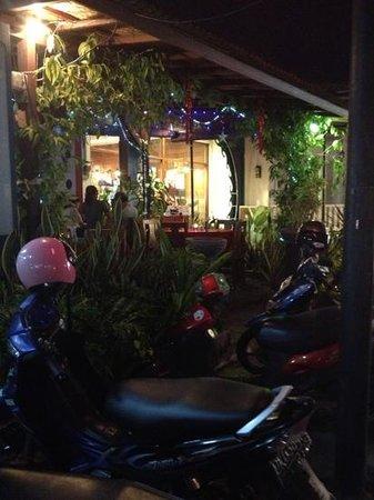 Carliz Art Cafe: lovely place