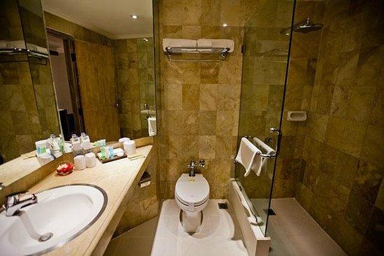 The Breezes Bali Resort & Spa: The Breezes Bali Room - Bathroom
