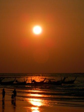 Swissotel Resort Phuket Kamala Beach: Kamala beach sunset