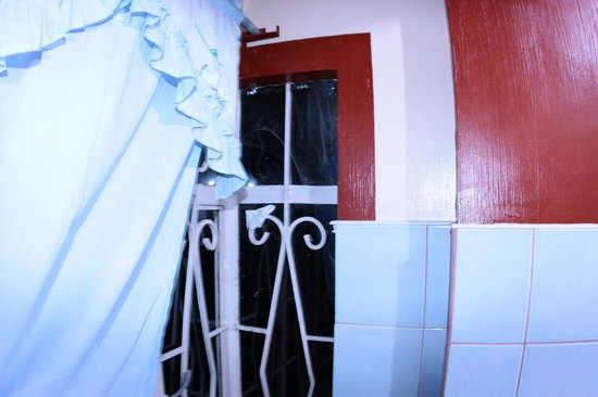 George Guest House: Windows broken and with toilette paper stuck to the iron fences
