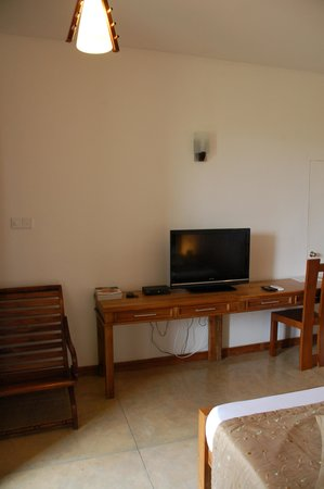Kalu's Hideaway: Room with TV, safe, Minibar and water cooker