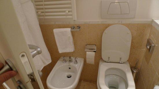 Fortyseven Hotel Rome: Toilette and Bide