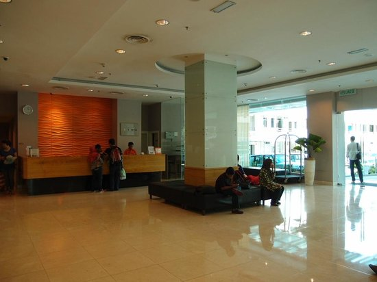 Cititel Express Kota Kinabalu: big lobby