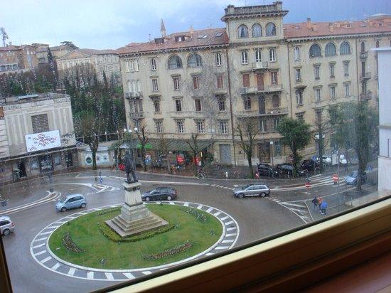 Sangallo Palace Hotel: Вид из окна на площадь