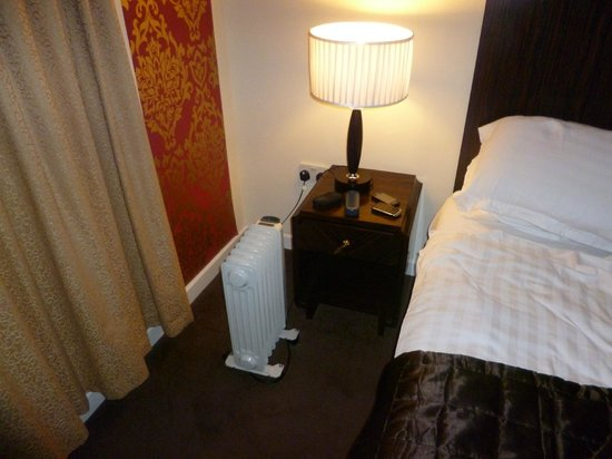 Ramada Oldbury Birmingham: Weather below Zero and room heater provided!!