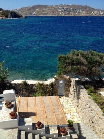 Belvedere Hotel Mykonos: Cliff hanger!