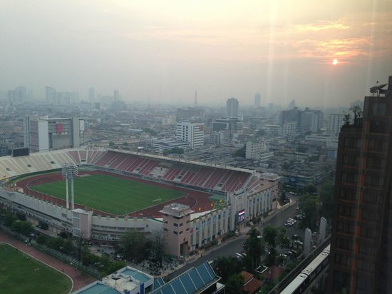 Holiday Inn Express Bangkok Siam: Can watch sunset & a ball game