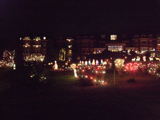 Devoncourt Resort & Apartments: The fantasic Christmas light display - the best in area