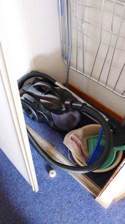 Silveralp: Sliding door - one of three - lower rollers broken