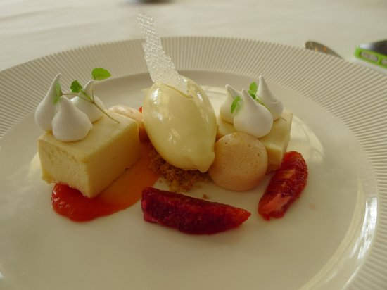 Savelberg: Cheese ice-cream, red orange slices, etc