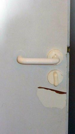 Silveralp: damaged door