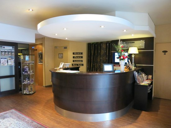 BEST WESTERN Hotel Athenee by HappyCulture: Check In