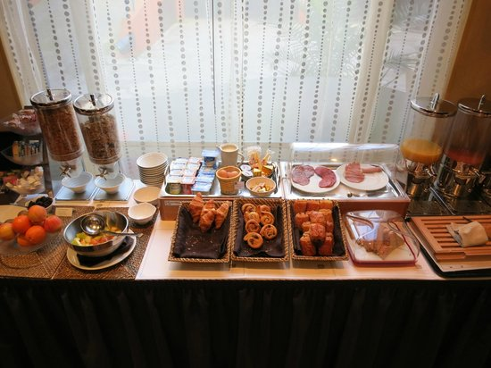 BEST WESTERN Hotel Athenee by HappyCulture: a 1/3 of the continental style breakfast