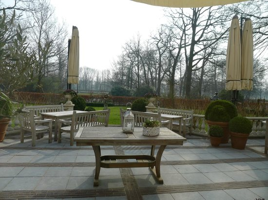 Central Park, by Ron Blaauw: Outside seatings facing the Park