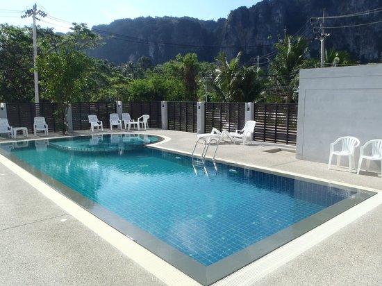 Aonang Miti Resort: Pool area
