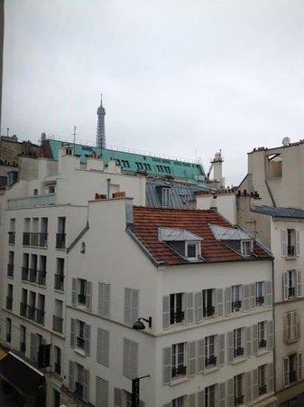 Hotel du Champ de Mars: Vista da janela do 4o andar
