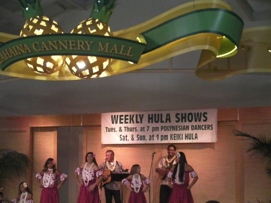 Lahaina Cannery Mall Free Hula Shows: 2.