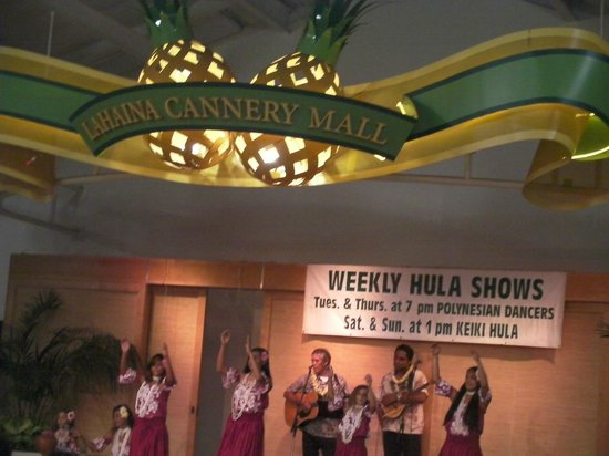 Lahaina Cannery Mall Free Hula Shows: 3.