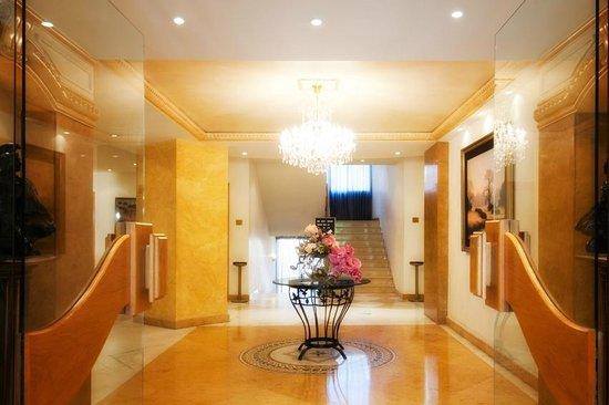 Bella Riva: Lobby Entrance