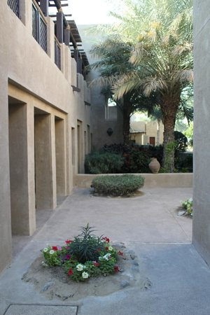 Bab Al Shams Desert Resort & Spa: hotel walkway